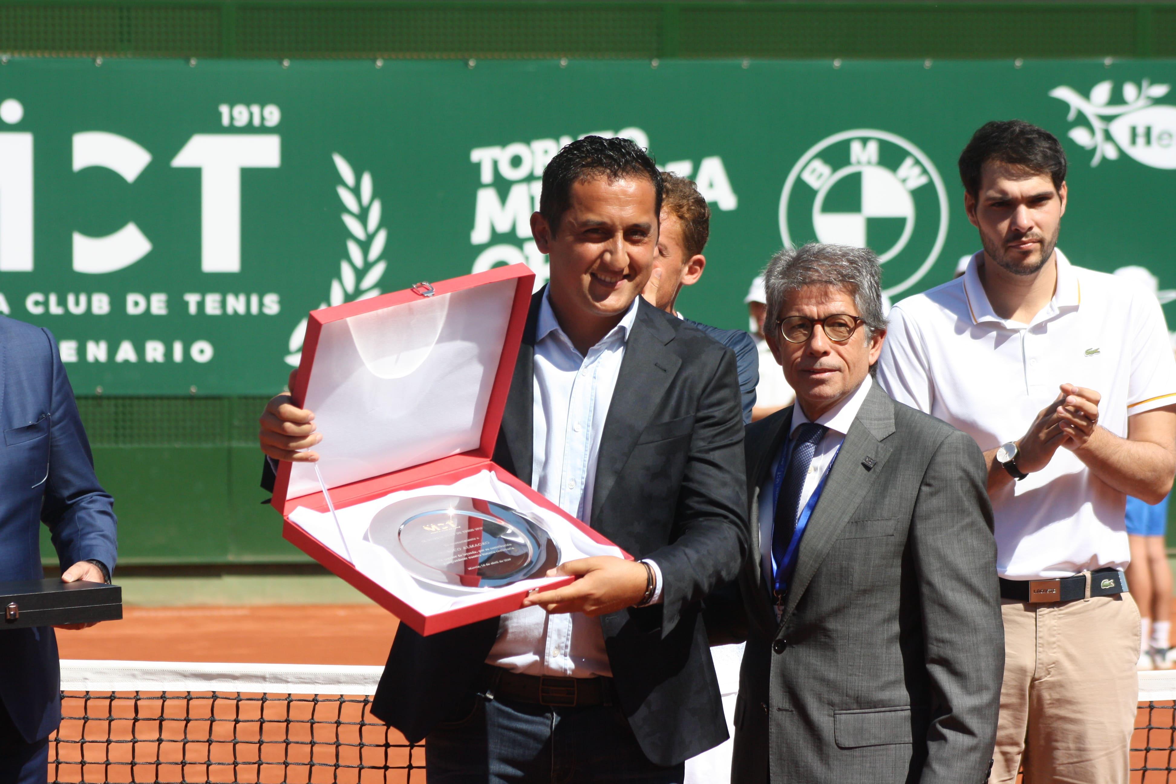 El RMCT 1919 y la RFET homenajearon a Nico Almagro por su despedida en el I Murcia Open Challenger ATP.