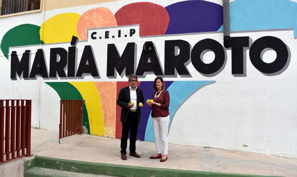 Antonio Saura, presidente del MCT 1919, con la directora del CEIP María Maroto.