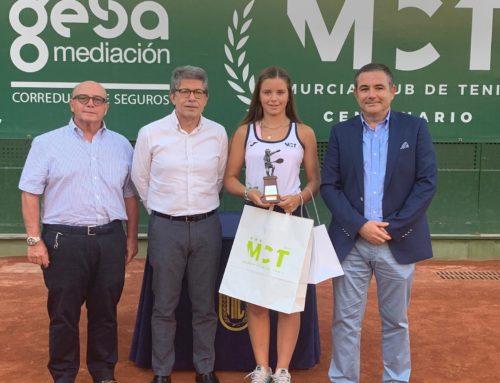 Homenaje del Murcia Club de Tenis 1919 y la RFET a Ariana Geerlings