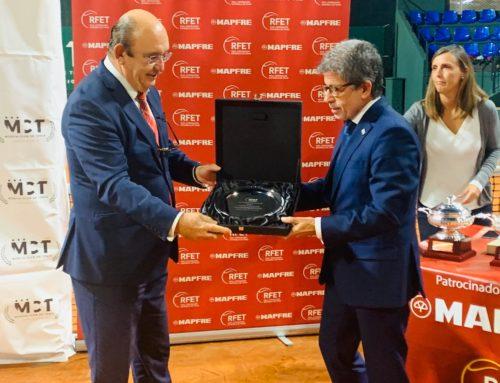 El Real Murcia Club de Tenis 1919 recibe la insignia de oro de la RFET