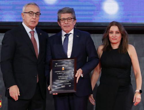 El Real Murcia Club de Tenis 1919 recibe la Placa Olímpica al Mérito Deportivo
