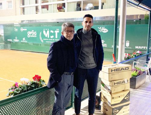 Donación de pelotas de tenis al Colegio Virgen de la Candelaria de Barranda