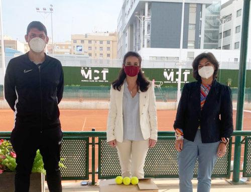 Donación de Pelotas de Tenis al Centro de Educación Especial Pérez Urruti