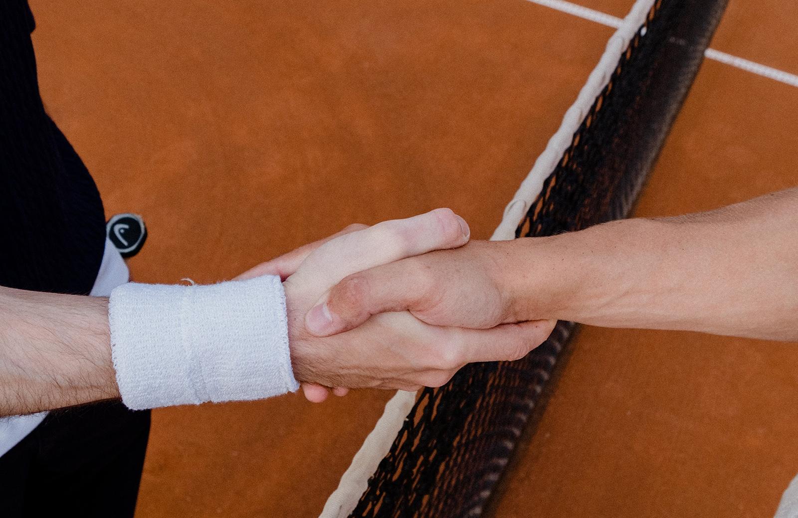 beneficios jugar tenis